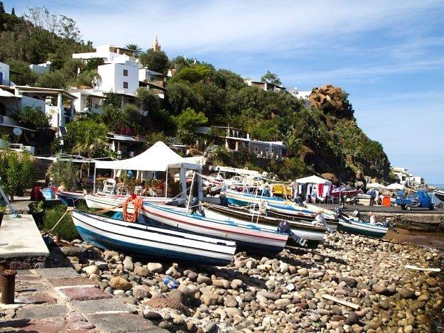 """جزيرة """"باناريا"""" الإيطالية، وهى واحدة من أجمل وأروع الجزر السياحية في إيطاليا، ولكنها رخيصة إلا حد كبير لكل من أراد السياحة بوج"""