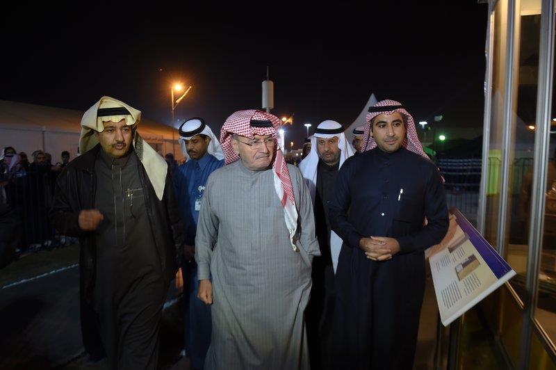 """خالد بن عبدالله يزور جناح والده بـ""""الجنادرية"""""""
