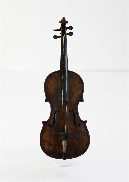 """آلة الكمان الخاصة بسفينة """"تيتانيك"""""""