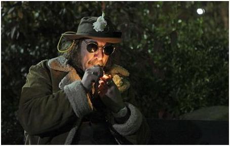 """بالصور.. أمريكيون يدخنون الـ""""ماريجوانا"""" علنا في ولاية واشنطن بعد إجازتها قانونا"""