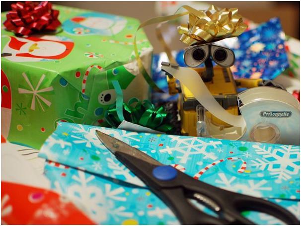 يبدد كثير من الأشخاص أموالهم على شراء هدايا رديئة أو هدايا مكررة، ويُمكن بدلاً من ذلك اللجوء إلى إحدى المواقع الإلكترونية المت