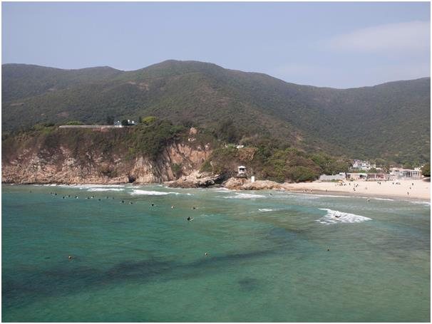 يشتهر خليج تاي لونغ وان  في هونج كونج بين راكبي الأمواج، يحتوي على مياه صافية ومسارات جبلية وتحيط به أجمل الأمواج، يفضّل السير