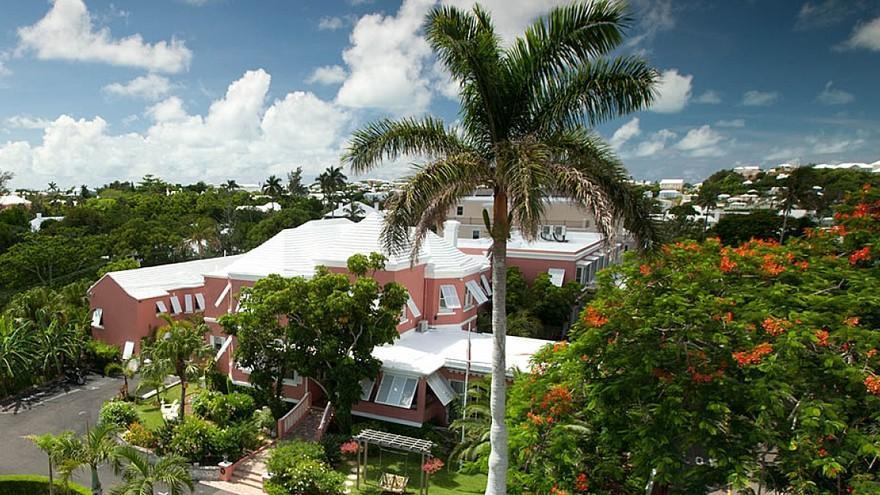 """1- """"Royal Palms Hotel""""، برمودا:  جاء هذا الفندق ذو الثلاث نجوم في المركز الأول نظراً لحصده تقييما مثاليا في تصنيف """"إكسبيديا""""،"""