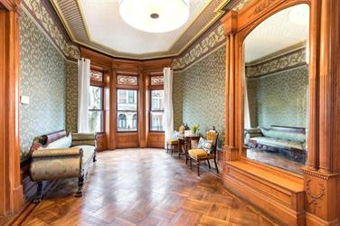 """بالصور.. عرض منزل """"أوباما"""" السابق في نيويورك للبيع مقابل 4.3 مليون دولار"""