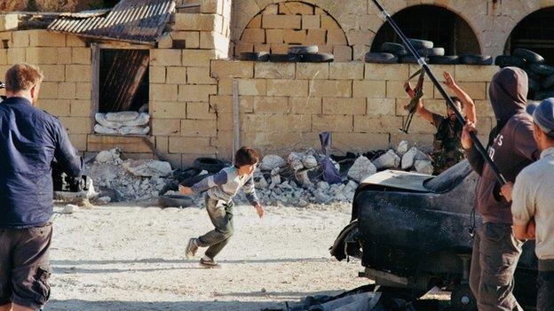 """حقيقة الفلم الذي خدع الملايين """"طفل سوري ينقذ أخته"""" e35dc6c9-8752-4f32-9"""