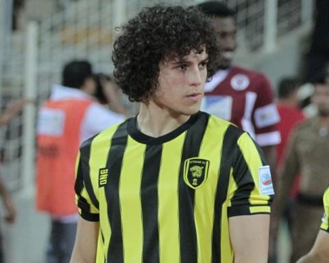 صحيفة: مشجعة إماراتية تهدي لاعباً