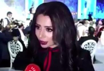 شاهد.. حفيدة صدام حسين تفوز بجائزة أفضل مصممة أزياء