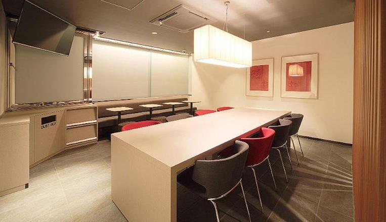"""وتتبع سلسلة """"First Cabin"""" خمسة فنادق في طوكيو وثلاثة فنادق منتشرة بين مدينة كيوتو وأوساكا وفوكوكا."""