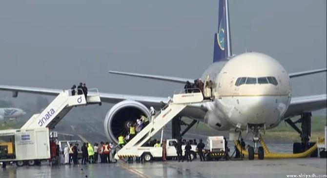 اخلاء ركاب الطائرة