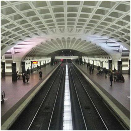 """محطة مترو """"واشنطن دي سي""""، وهي ثاني أكثر نظام نقل سريع إزدحامًا في الولايات المتحدة، وتحتوي على 5 خطوط، و86 محطة، عبرت خلاله نح"""