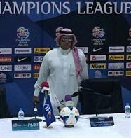 بالصور.. مدرب الهلال يحضر مؤتمر الإياب بالزيّ السعودي