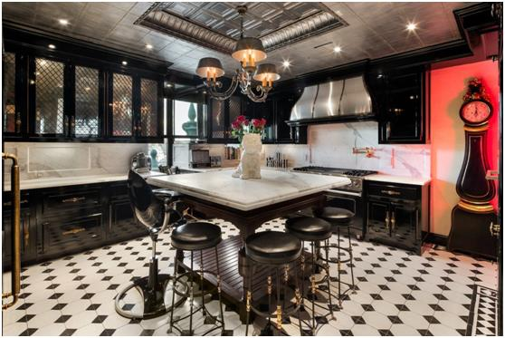 المطبخ المستوحى تصميمه من حِقبة الخمسينات .