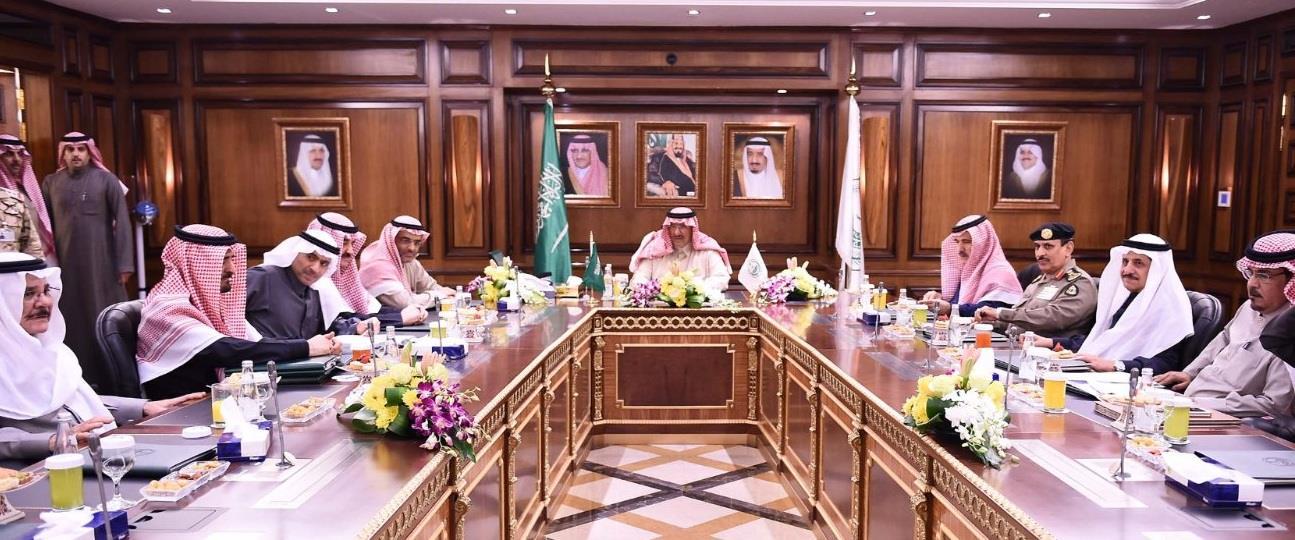 سمو ولي العهد يرأس اجتماعاً لقادة القطاعات الأمنية