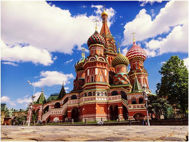 يبلغ عدد ساعات العمل الأسبوعية في مدينة موسكو عاصمة روسيا 31,66 ساعة، وتصل إلى 1,646 ساعة سنويا، ويحصل العمال على نحو 31 أيام