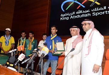 الاتحاد السعودي يكرم سفراء نبذ التعصب في جدة - صور
