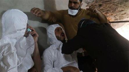 أظهرت الصور التي التقطت بعد الهجوم مصابين يعانون من صعوبة بالغة في التنفس، واختناق، فضلاً عن خروج رغوة بيضاء من أفواههم