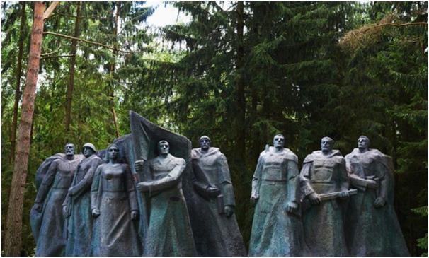 """تأسست حديقة """" Grūtas"""" في مدينة """" دروسكينينكاي"""" في ليتوانيا، للحفاظ على تاريخ عصر الجمهورية السوفيتية حين كانت ليتوانيا تابعة ل"""