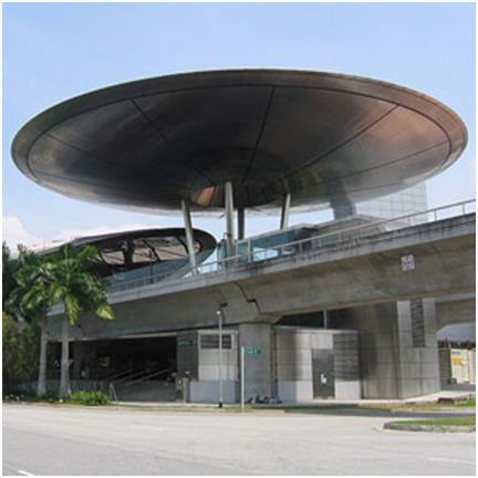 """محطة """"Expo"""" في سنغافورة، واكتمل بناؤها عام 2000، وهي من تصميم المعماري """"نورمان فوستر""""، الذي حرص في تصميمه على مراعاة مناخ سنغا"""
