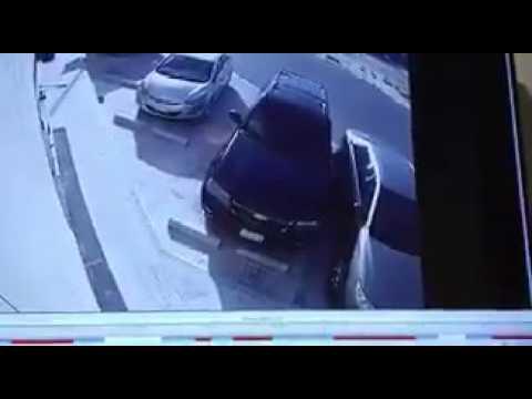 تهور سائق مبتدئ في موقف سيارات