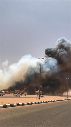 """اندلاع حريق بسوق الأعلاف بتربة حائل.. و""""المدني"""" يواصل عملية إخماده (فيديو وصور)"""