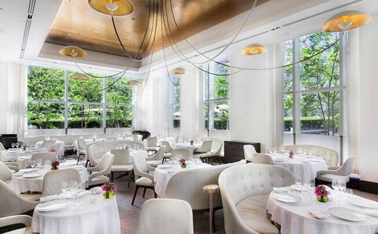 """مطعم """"جان جورج"""" في فندق وبرج """"ترامب انترناشيونال"""" بمدينة """"نيويورك"""" الأمريكية"""