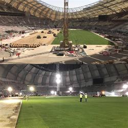 تركيب أرضية ملعب خليفة الدولي