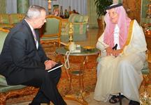 الأمير سعود الفيصل يستقبل الجنرال جون ار آلن