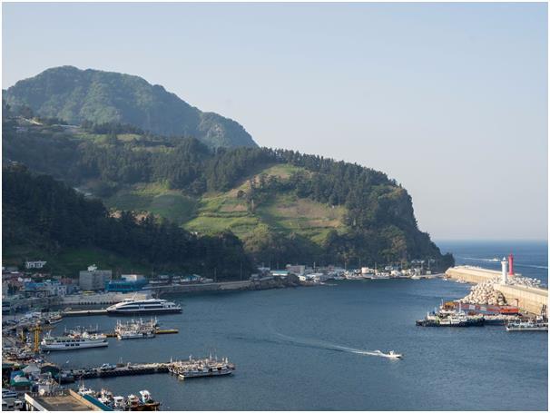 لا يزور جزيرة أولونغ دو في كوريا الجنوبية سوى عدد قليل من السياح، تحتوي على جروف شديدة الإنحدار، ومناظر خلابة للتضاريس البركان