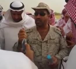 بالفيديو.. قائد عسكري يُبدي تأثراً