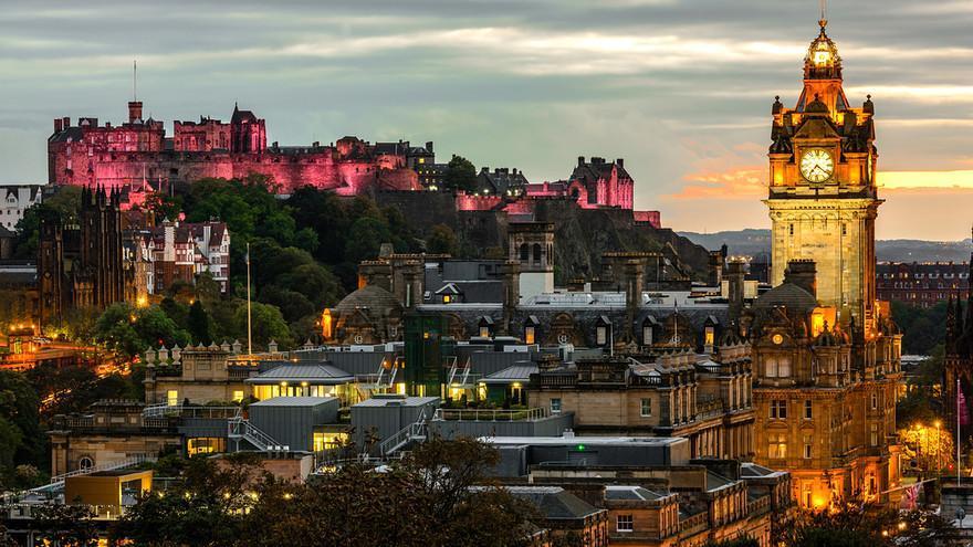 """6- """"B+B Edinburgh""""، أسكتلندا:  يتميز هذا الفندق القائم في قلب العاصمة الأسكتلندية أدنبره بإطلالة بانورامية على معالم رائعة ويض"""