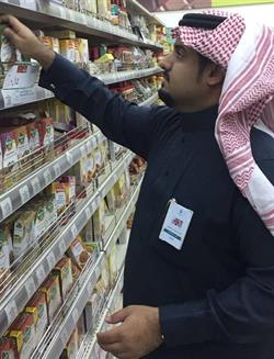مواطن يرصد مخالفات لمتجر شهير أثناء عروض تخفيض.. والتجارة تتدخل وتعاقب المتجر (فيديو وصور)