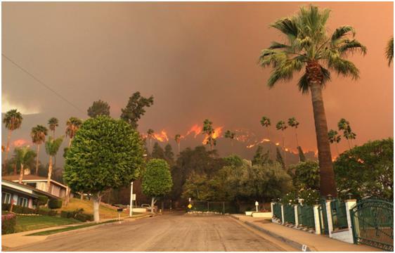 اندلاع حريق هائل في مساحات واسعة من الأراضي جنوب كاليفورنيا، بعد تعرض الولاية لأسوأ موجة جفاف على الإطلاق.