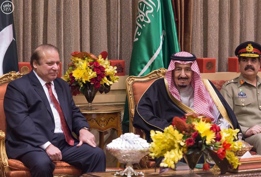 خادم الحرمين يلتقي رئيس الوزراء الباكستاني في الرياض
