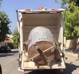 بالفيديو.. تنظيف وتعقيم حاويات القمامة في الجبيل.. ومغردون يطالبون بتعميمها على جميع المناطق