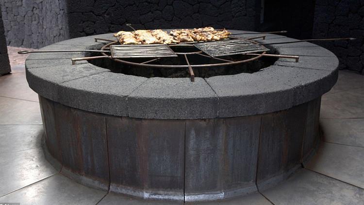 مطعم فوق بركان يطهي طعامه في 450 درجة مئوية