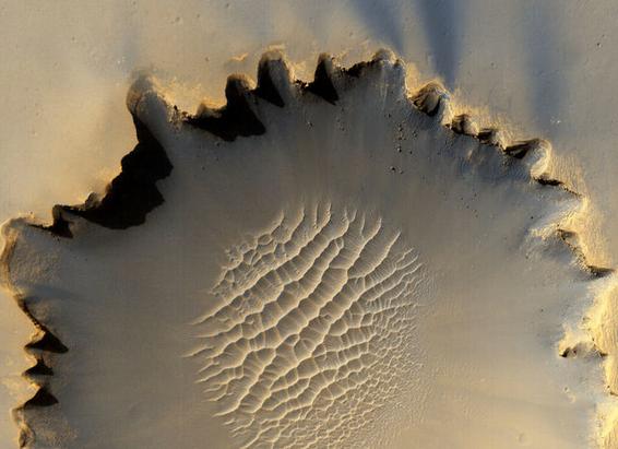 صور تخطف الأنظار لسطح كوكب المريخ