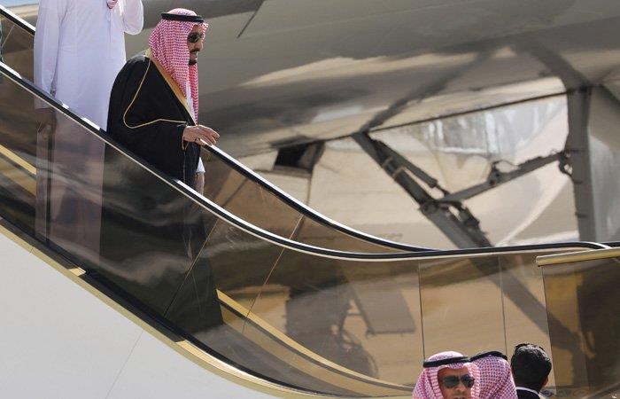 بالفيديو.. خادم الحرمين يصل الأردن.. والملك عبدالله في مقدمة مستقبليه
