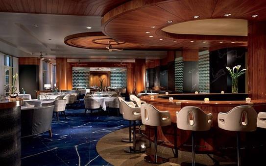 """مطعم """"Blue"""" في فندق """"ريتز كارلتون"""" في جزر """"كايمان"""" في بريطانيا"""