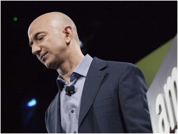 """""""جيف بيزوس""""، المؤسس والمدير التنفيذي لشركة أمازون دوت كوم، وبلغت خسائر مؤسسته نحو 5,5 مليار دولار، بعد انخفاض أسهم الشركة بشكل"""