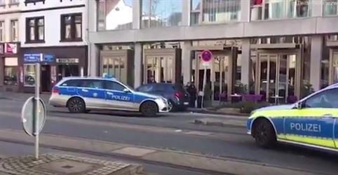الشرطة الألمانية تطلق الرصاص على رجلٍ دهس مجموعة من الأشخاص في هايدلبرغ (فيديو)