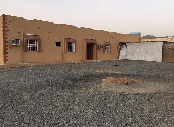 استشهاد طفل وإصابة 9 من عائلة واحدة جراء سقوط مقذوف من داخل اليمن بنجران