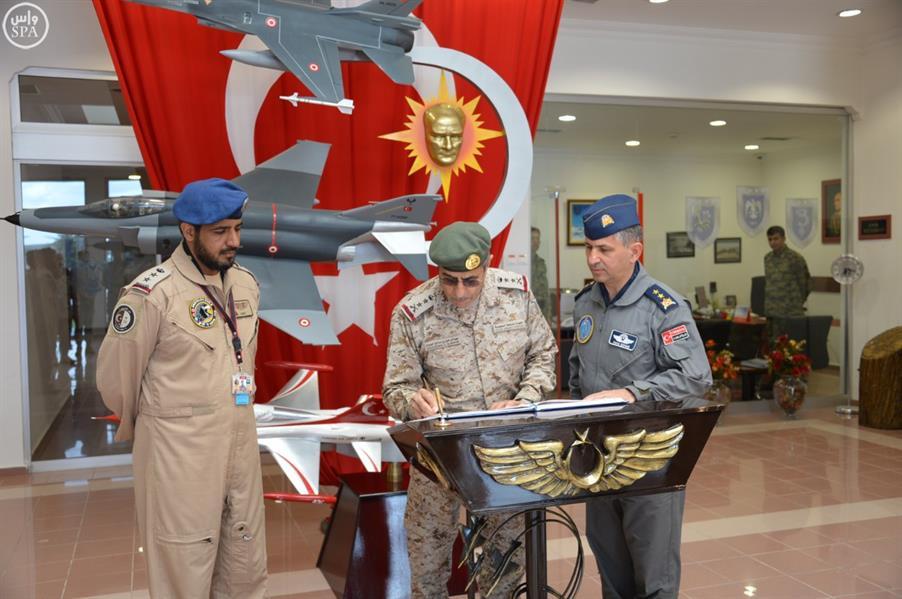 """رئيس """"الأركان العامة"""" يتفقد القوات السعودية المشاركة في تمرين """"أفس 2016"""" بتركيا"""