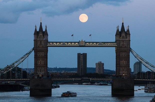 جسر البرج (تاور بريدج) في لندن.