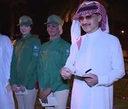 """بالفيديو:الوليد بن طلال يكرم فارسات """"المملكة""""..ويحاور ذويهن عن افتخارهم بهن"""