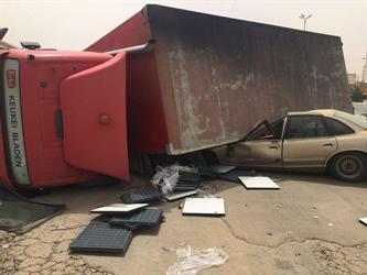 شاهد.. حادث مروع دون وقوع خسائر بشرية عند مدخل محايل عسير