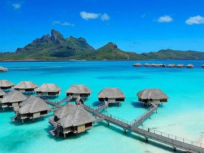 """وتصدرت مدينة """"بورا بورا"""" الواقعة في """" بولينيزيا"""" الفرنسية قائمة أغلى الوجهات السياحية في العالم، إذ يصل متوسط  سعر الغرفة في ف"""