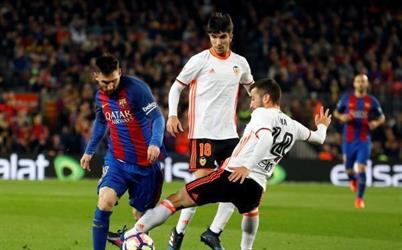 بالفيديو .. برشلونة يفجر غضبه في شباك فالنسيا ويقلص الفارق مع ريال مدريد لنقطتين