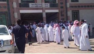 """سكان حي إشبيليا يروون تفاصيل حادثة الشاب الذي جادل الخطيب حول """"داعش"""""""