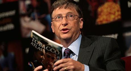 """ماذا يقرأ أغنى أغنياء العالم؟ 8 كتب """"تصنع الكثير"""""""