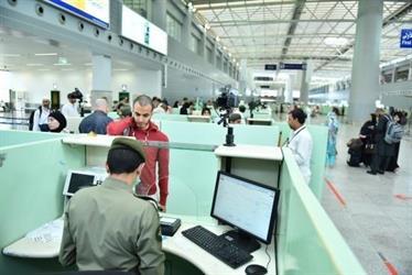 الجوازات تنفي إشاعة بقاء القادمين عبر المنافذ ٨ ساعات قبل السماح لهم بالمغادرة
